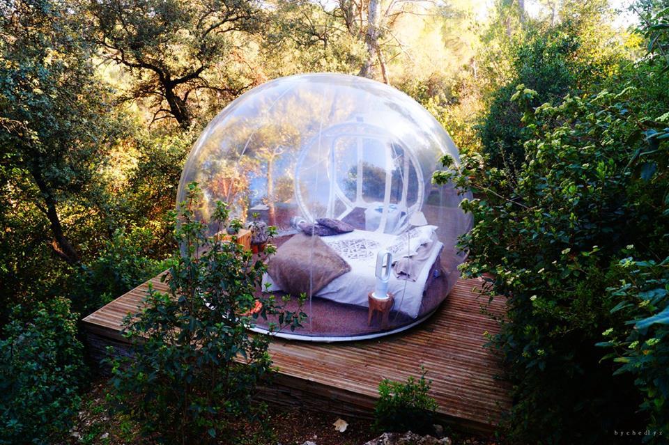nuit insolite dormir dans bulle transparente pour une nuit ou un week end. Black Bedroom Furniture Sets. Home Design Ideas