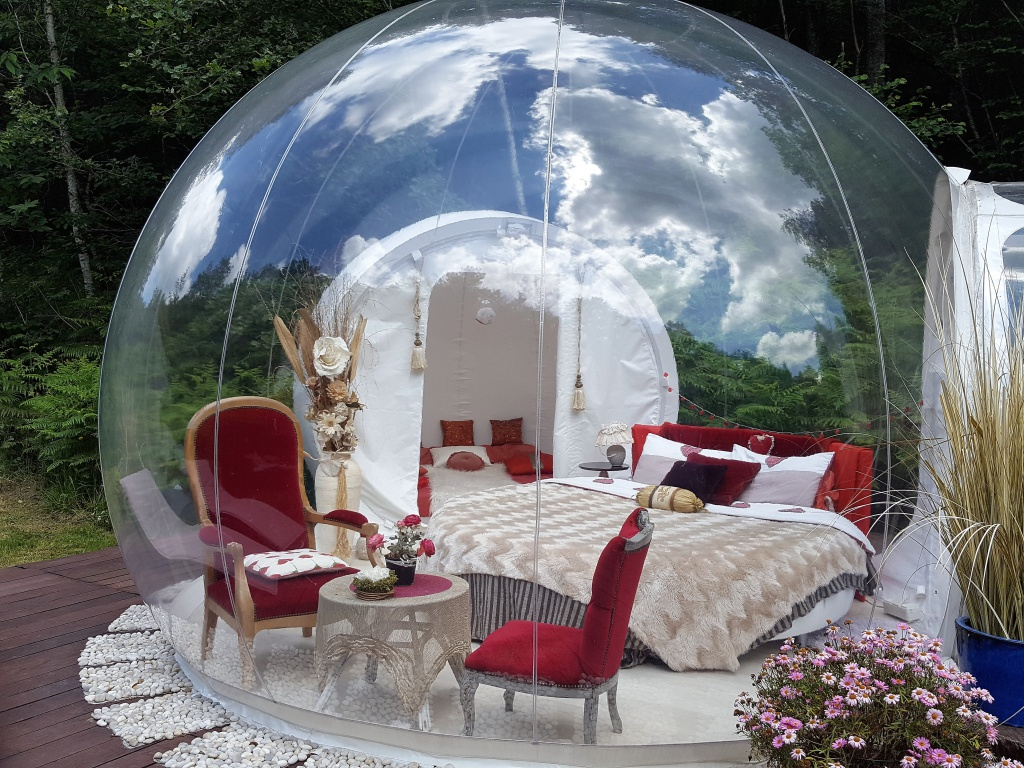bulle transparente nuit en bulle nuit insolite. Black Bedroom Furniture Sets. Home Design Ideas