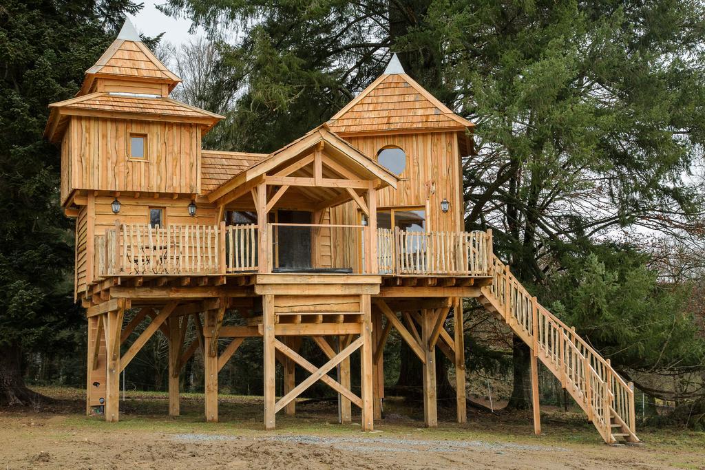 week end insolite en famille cabane dans les arbres. Black Bedroom Furniture Sets. Home Design Ideas