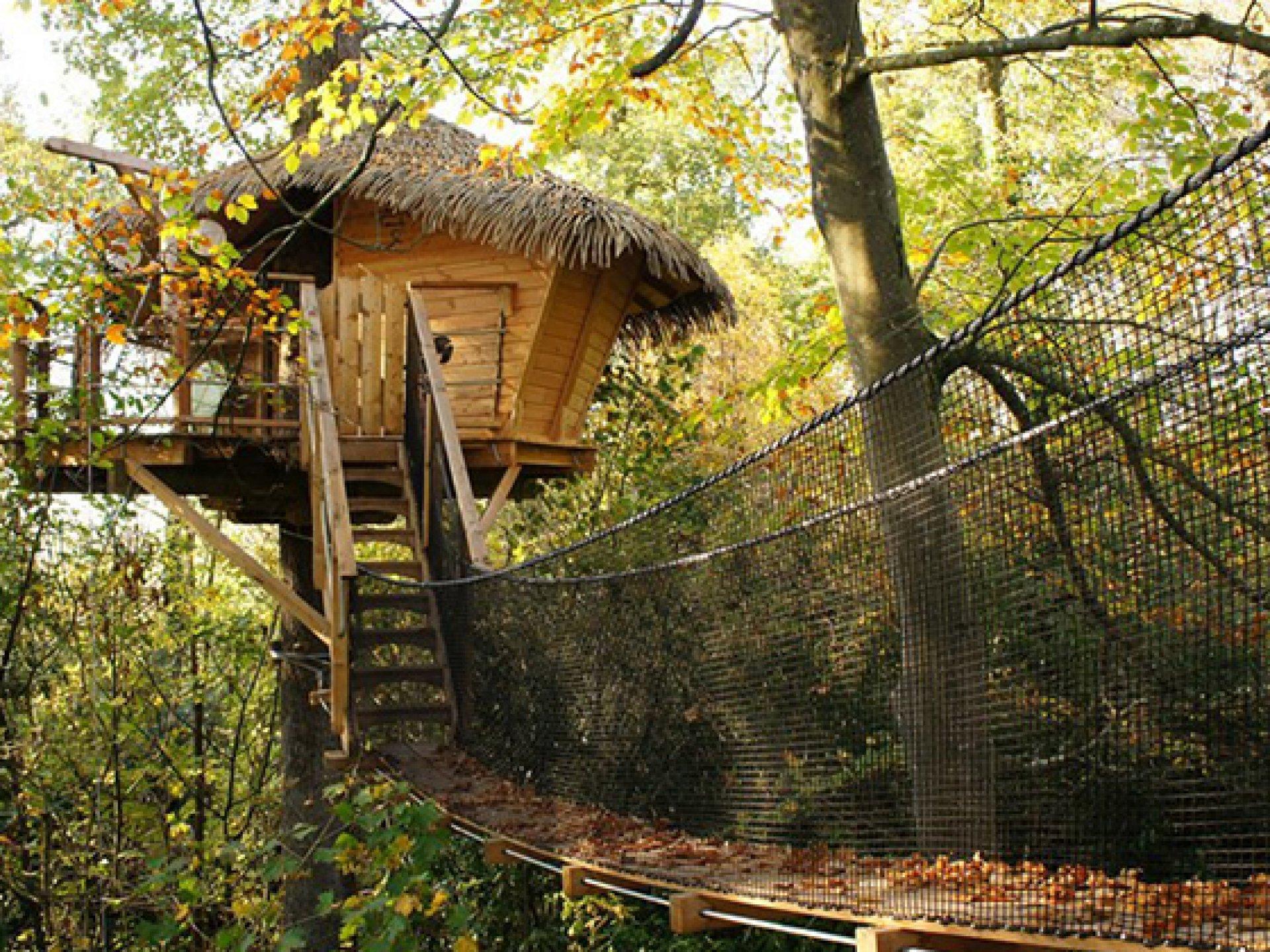 chouette cabane dans les arbres bretagne hebergement insolite dormir bulle. Black Bedroom Furniture Sets. Home Design Ideas